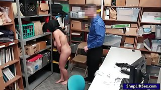 Arab shoplifter takes off clothes and ravaged by LP officer