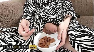 Teens like it BIG - (Ariana Marie, Danny D) - Roommates - Brazzers