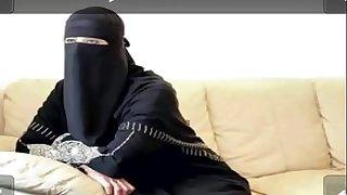 منقبه هايجه تتناك وتمص وهي لابسه العبايه والنقاب https://goo.gl/d27tw2